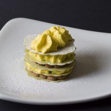 Milhojas de mango con Xacobleas matcha