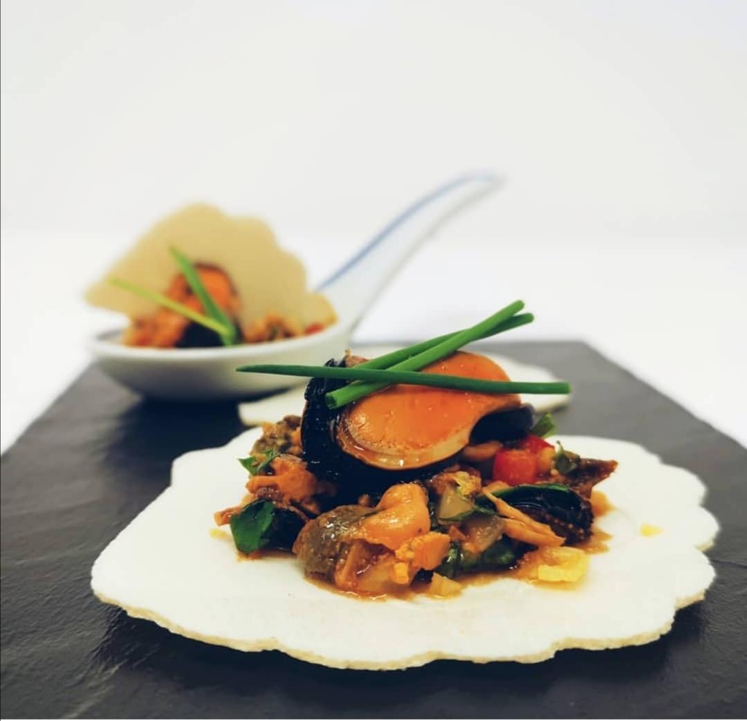 Canapé salado con mejillón de Galicia